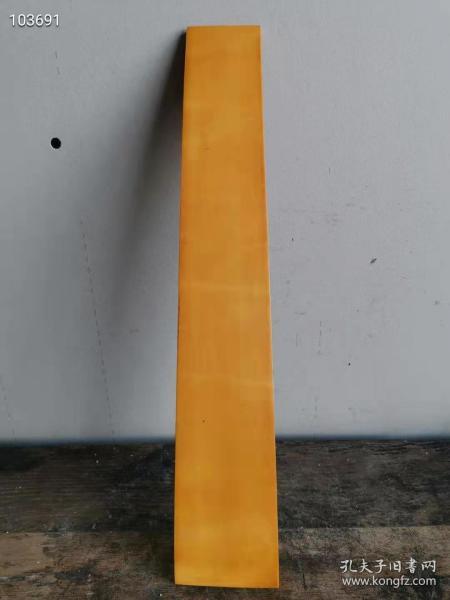民间旧藏,特完整明代在朝为官后人所遗存弧形,历尽沧桑,已多年自然开片老包桨纹理的上朝用老护板,一件古代珍贵遗存老物件