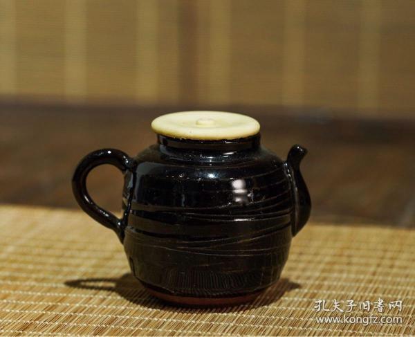 褐彩执壶形茶入,长8.5cm 高6.5cm