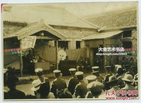 """民国侵华日军日本殖民主义者在东北满洲召开的""""九一八,九二五 纪念会居留民大会""""老照片,14.2X10.2厘米"""