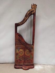 描金漆器竖琴,做工精细包浆醇厚高端大气上档次,音质优美乐感极强,尺寸长47.宽25.高146.2800