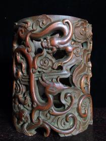 竹雕缕空雕笔筒,高15.5厘米,宽12.5厘米,重400克,280