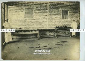 民国早期上海福来德洋行大幅银盐老照片, 拍摄的有可能是洋行员工宿舍。尺寸27.3X20.7厘米,泛银