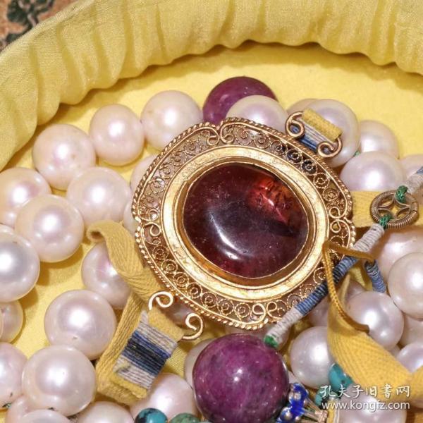 清代 老东珠朝珠一挂。