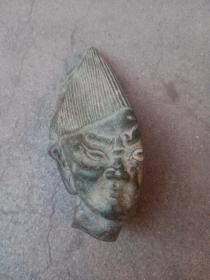 内蒙西部区铜 器,已经变形了,需要找懂的人把变形的地方腾起来,年代距今1000年或更久,永远保真,售出不退。已经变形了,帽子的地方有个小口,变形的范围挺大,谨慎下单,售出不退。