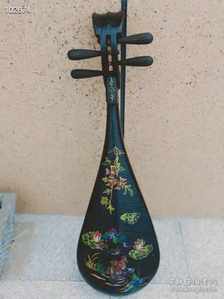民国时期手绘鸳鸯琵琶一个