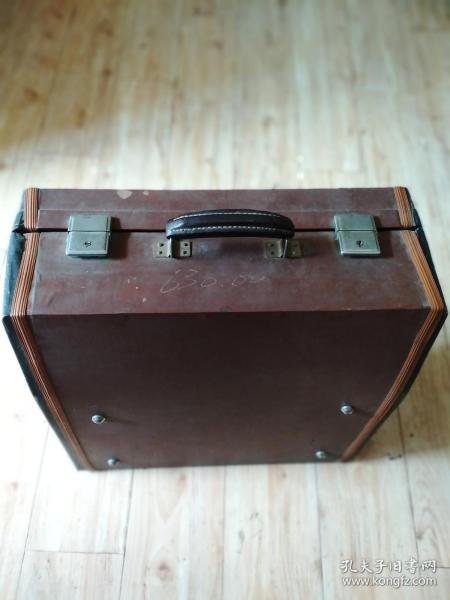 老百乐手风琴-带原盒和背带【带盒重25市斤】