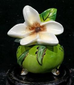栀子花彩绘瓷罐