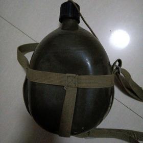 老式军用水壶