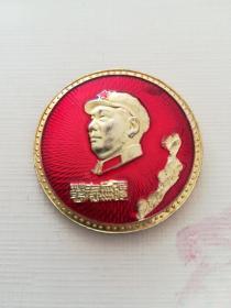 毛主席像章(正下面题字:万寿无疆),黄花。