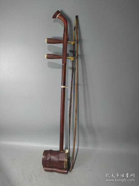 民国时期红木老二胡一把,音色漂亮,品相好,尺寸如图。