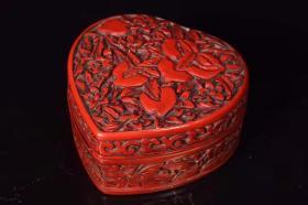 剔红漆器寿桃心形首饰盒长10.5厘米