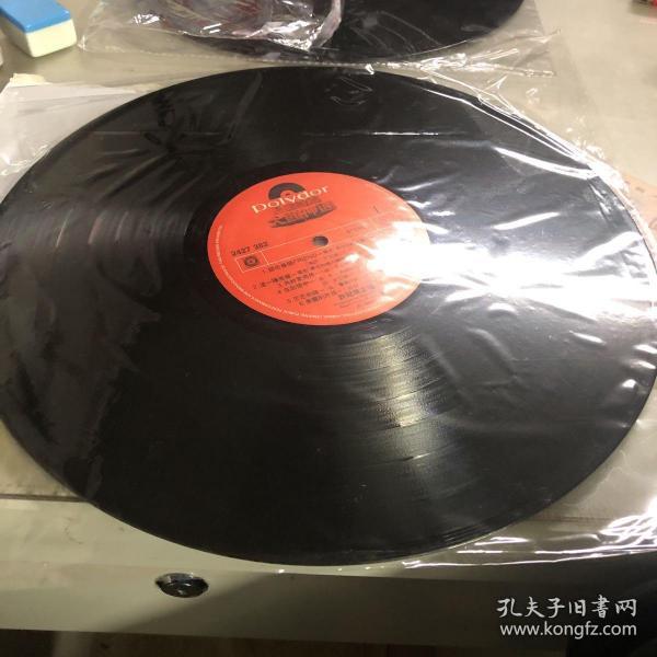 许冠杰最佳拍档lp 配件成色见图 有使用浅痕 -没有封面,没有歌词,只有唱片。