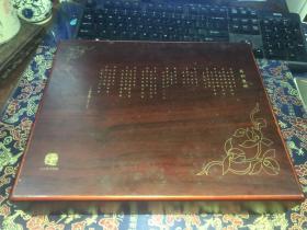 中国海宁徐志摩诗歌节纪念礼品一套 皮质钱夹。钱包。眼镜盒  原木盒