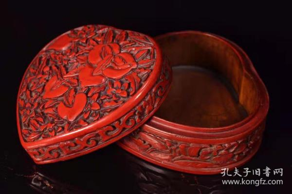 收藏漆器剔红寿桃心形盒子长10.5厘米