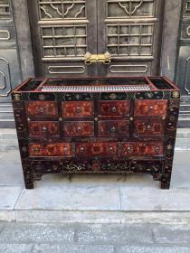 旧藏老胎漆器算盘药柜,人物图案,包浆醇厚,长135厘米,宽56厘米,高93厘米。39号。     4500