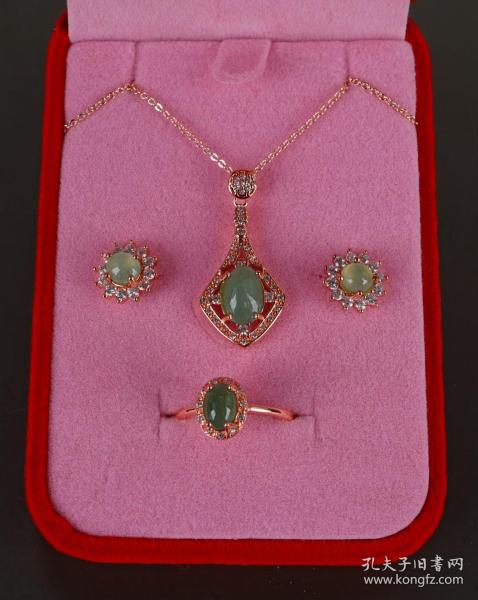 翡翠首饰四件套(扇形坠项链、耳钉、戒指)32