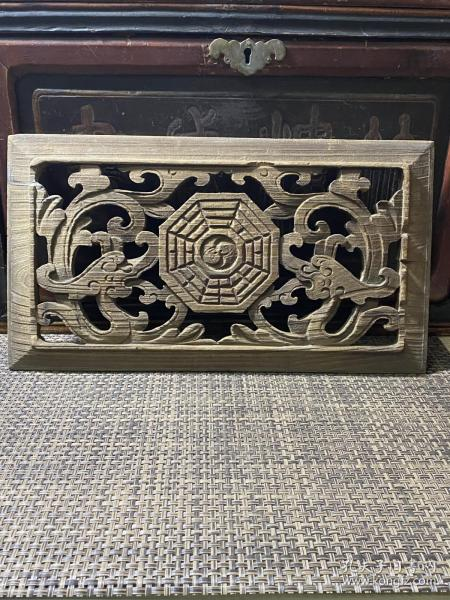 特价,清中期木雕《双龙八卦图》