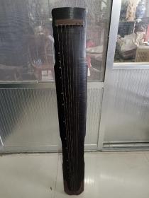 桐木古琴一把,保存完好品相一流。正常使用。