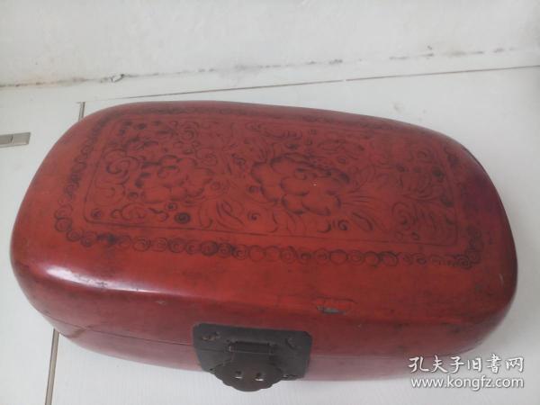 朱红花卉纹漆盒