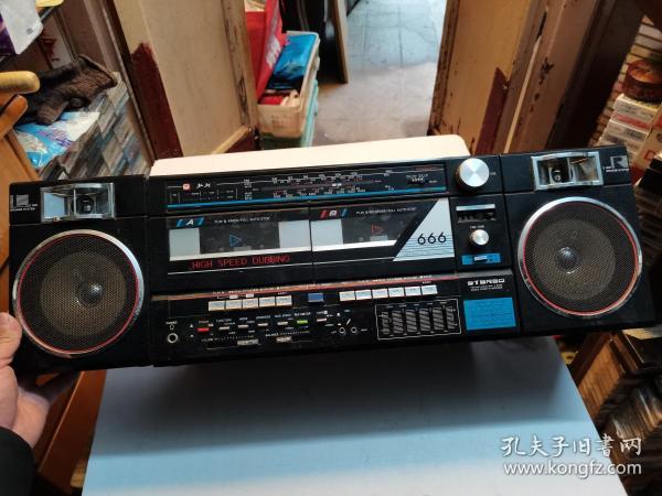 《红灯2L666收录机》