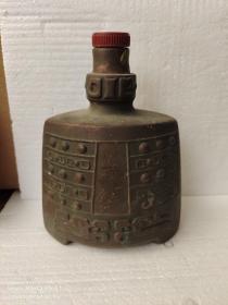镀铜色老瓶
