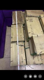 弘教藏】 Hongjiaozang 日本弘教书院于1880~1885年的铅字排印本。又称缩刷藏或校订缩刻大藏经。 它采用中国明代智旭《阅藏知津》据天台五时判教的分类方法编纂,以《高丽藏》、《资福藏》、《普宁藏》和《嘉兴藏》4种版本相互对校,经文加句读,经题上附4种藏经千字文编次,32开本。全藏分为25个部类,1916部,8538卷,418册,40函,千字文编次天字至霜字