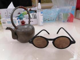 民国苏州工艺,石头眼镜(墨镜),片很薄。内框4.3cm