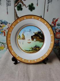 1985年镶贝桂林山水大瓷盘
