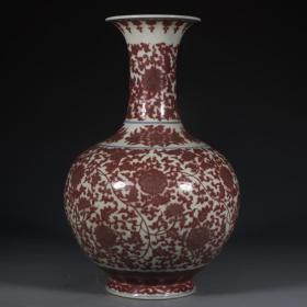 釉里红缠枝莲赏瓶