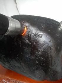 """陨石原石,神秘陨石,神秘""""黑乌金玉化陨石"""",独特玉化黑乌金陨石,乌金陨石原石,稀有""""黄金陨石"""",特大块头15斤重,极为稀有罕见,形状好看,包浆醇厚,质地特别,天外来客,天降珍宝,可遇不可求,国宝级,极为稀有值得永久收藏"""