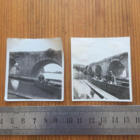 抗战文献资料,江苏省泰州市泰县姜堰区相关写真两枚合售,背景大型石拱桥