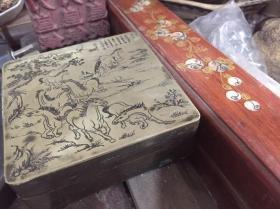 文房四宝类:八俊图铜墨盒,直径9.5厘米,高3.6厘米