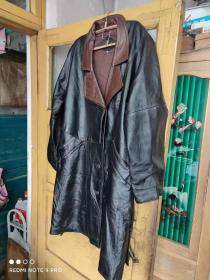 男式老式纯皮大衣 型号 L 号 长1米,肩宽约45厘米,胸围约110厘米(皮大衣及制服大衣经典收藏)
