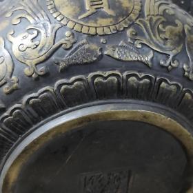 民国宣德老物件、纯铜【聚宝盆】如意双耳,手工砸制出来的痕迹明显,手工雕刻,包浆厚重,罕见老物件!重量:1622克