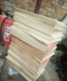 老稿纸本84本,重达13公斤,本子切口边有斑