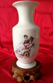 七十年代博山美陶花瓶《黛玉葬花》