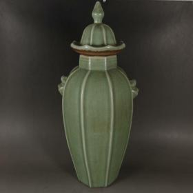 龙泉窑青瓷开片八方宝塔虎头盖罐