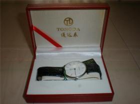 钟表类:收藏适用佩戴通达手表黑色牛皮带男款精致走时准确圆盘手表腕表一块