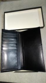 老版欧米茄男式真皮钱包,带盒。未使用