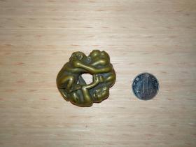 """铜挂件""""三不猴"""",寓意""""非礼勿视非礼勿听非礼勿言"""",造型奇特,质朴可爱,包浆自然,大小参照图中硬币。"""