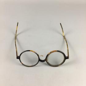 民国残眼镜