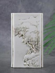 清代王炳荣雕塑瓷、瓷雕花瓶,纯手工雕刻。雕工精湛细致,毫发毕现栩栩如生,包浆老道。