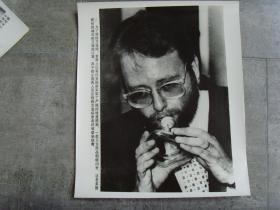 超大尺寸老照片:【※1988年,美国研制的---袖珍防艾滋病口罩  ※】