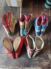 三寸金莲小鞋,年代未知,共五双,标的是一双的价格。