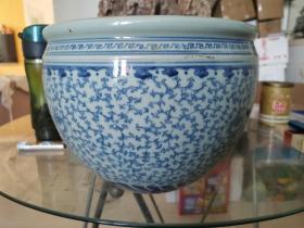 清代中晚期青花缠枝纹小缸