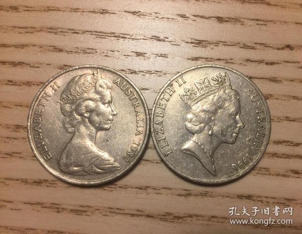 澳大利亚20分大硬币一对不同青年伊丽莎白女王和中年女王(鄙视卖假币的)