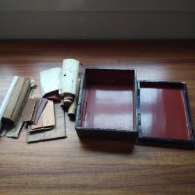 漆盒   挂轴5幅     经折装心经     佛像图折贴等一宗       木盒尺寸:22厘米*17厘米*7厘米      日本大正6年(1917年)