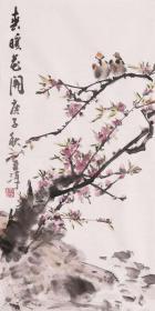 【来自本人,终身保真】梁至淳,广西艺术学院美术学硕士。师承岭南画派陈再乾先生。现为职业画家,山东省美术家协会会员,国家高级摄影师。霍春阳风格花鸟画桃花小鸟2《春暖花开》(68×34CM)。