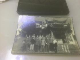 1951年一群干部在武昌黄鹤楼合影留念(奥略楼正门全景)
