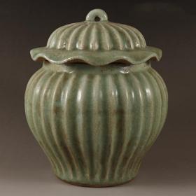 龙泉青瓷荷叶罐